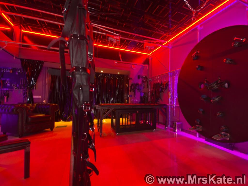 open huis BDSM Mrs Kate SM studio House of SubMission Den Haag