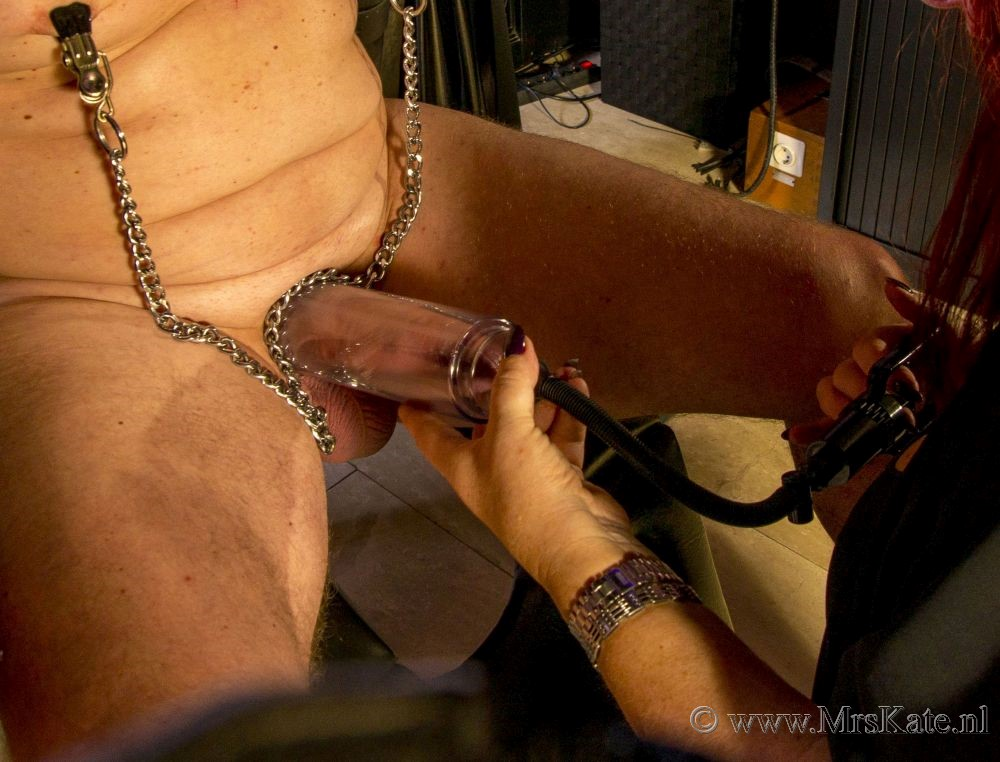 Penispomp/vacuumpomp  voorbinder  Mrs Kate House of SubMission  Den Haag