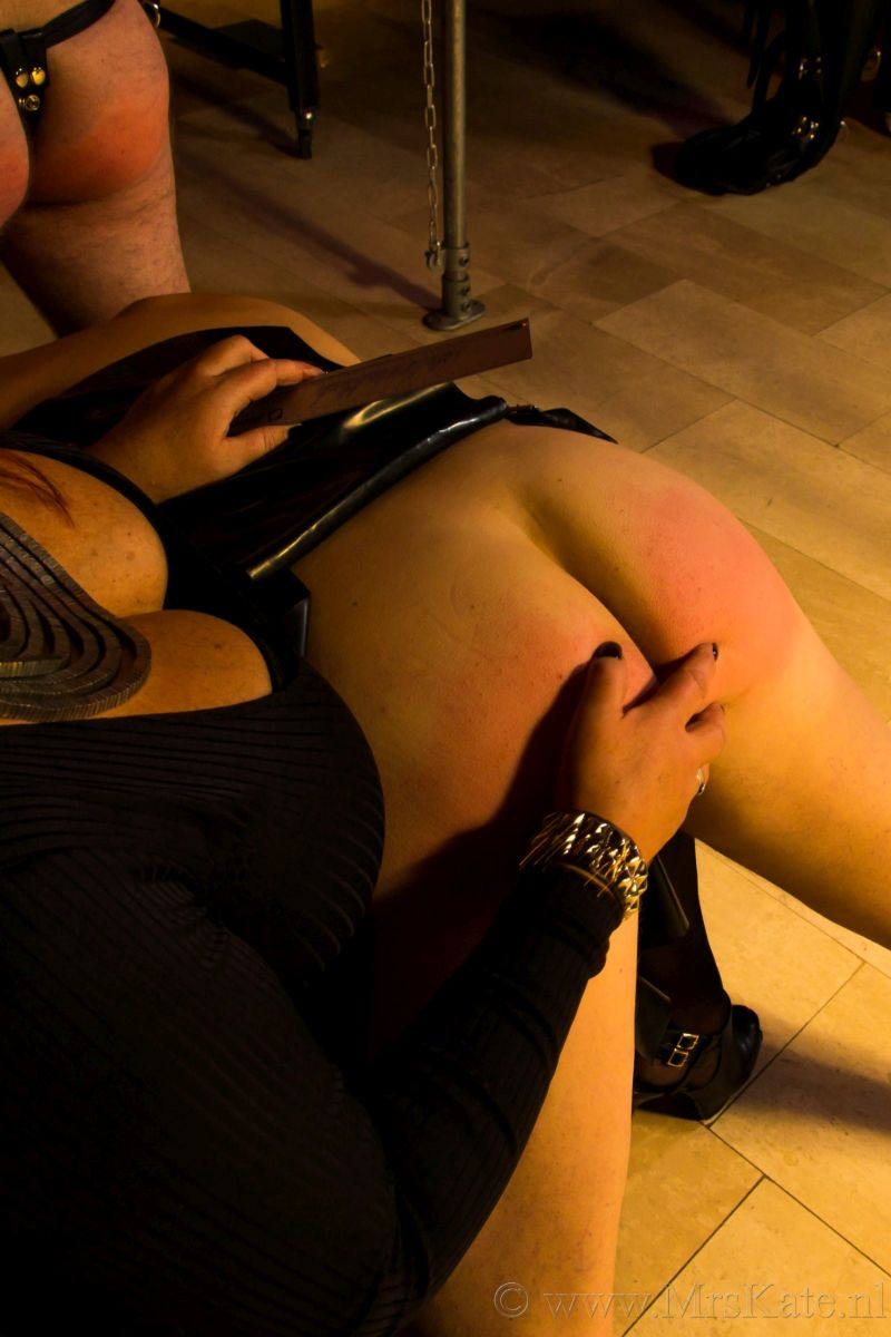 <Billenkoek spanking Mrs Kate House of SubMission Den Haag